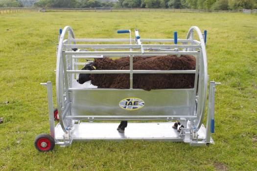 IAE LARGE KWIK SHEEP TURNOVER CRATE C/W WHEELS & HANDLES-6992